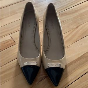 Coach patent leather tan/black pumps/gold bar 7.5